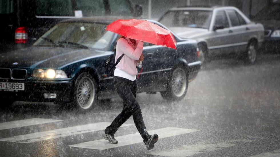 VANN-TRIVSEL: Jo mer det regner, jo billigere blir strømmen. Foto: Bjørn Langsem / DAGBLADET.