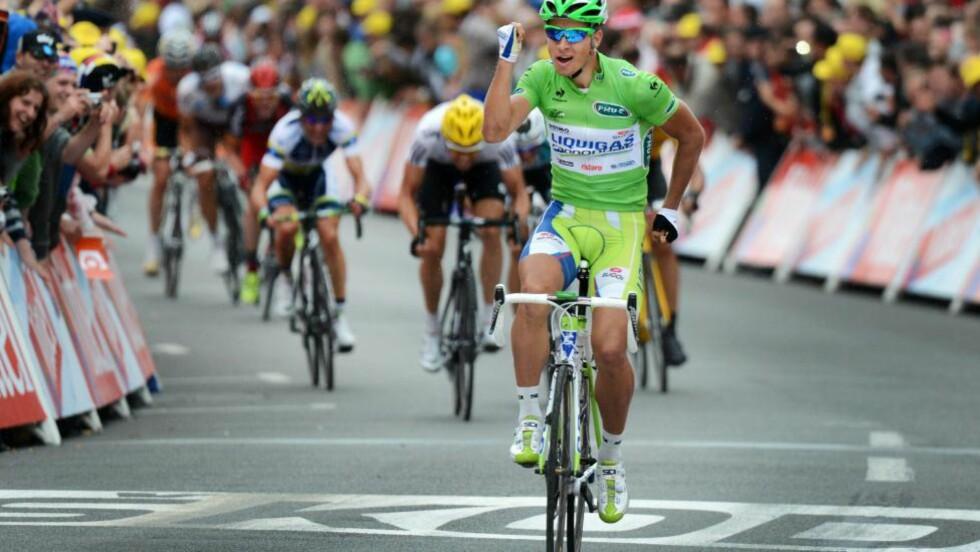 OVERLEGEN: Peter Sagan var helt overlegen, og vant enkelt. Boasson Hagen avsluttet godt i bakgrunnen og ble nummer to. Foto: EPA/YORICK JANSENS/NTB scanpix