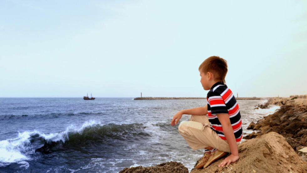 VANSKELIG I FERIEN: Alarmsentralen for barn og unge opplever en økning i henvendelser om barn som ikke har det bra på ferie. Illustrasjonsoto: Colourbox