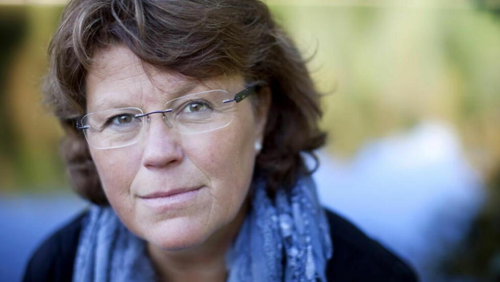NY ROMAN:  Anne Holt har brukt ett år på å skrive «Skyggedød», som handler om barnemishandling. Foto: Espen Røst / Dagbladet