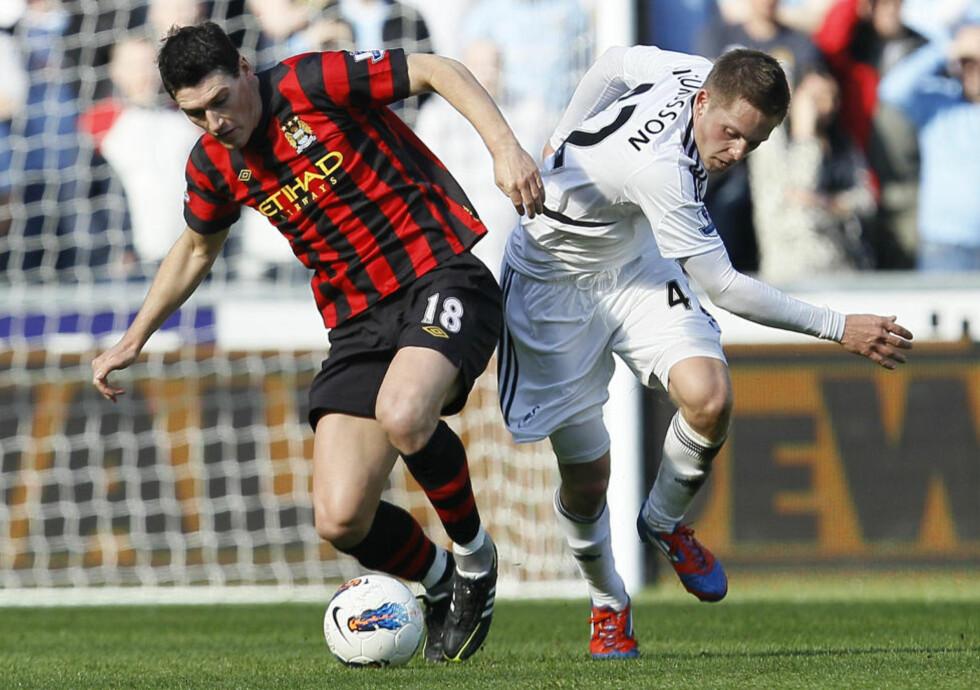 KLAR FOR TOTTENHAM: Gylfi Sigurdsson scoret sju mål og leverte fire målgivende på 19 kamper for Swansea sist sesong. Nå får han prøve seg i en av Premier Leagues større klubber. Foto: (AP Photo/Alastair Grant)
