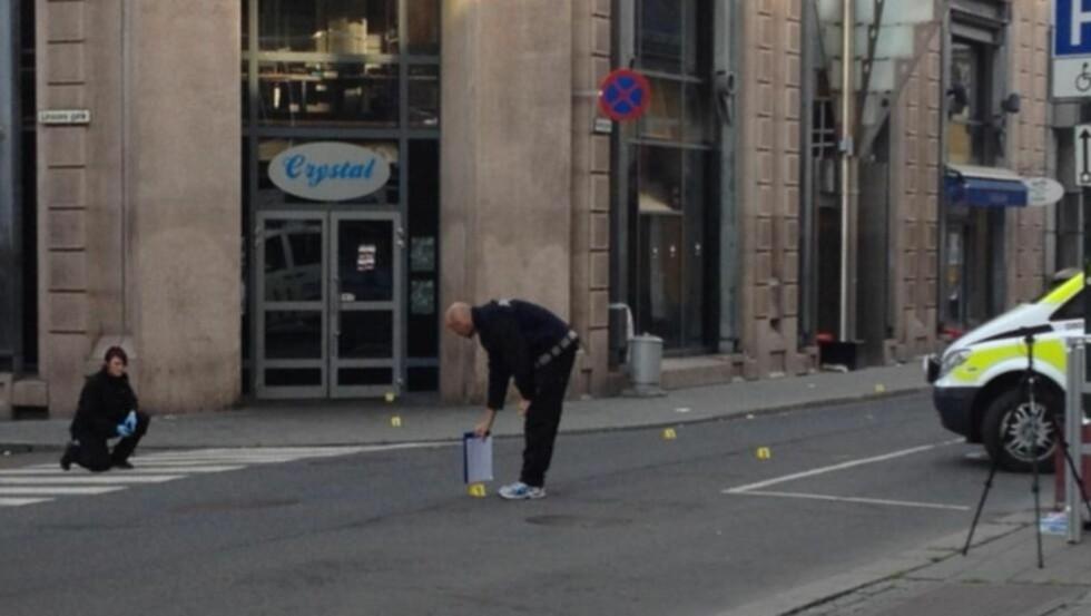 ÅSTEDET: Fire personer ble skadd, en av dem alvorlig etter skyting og knivstikking ved utestedet Crystal i Møllergata i natt. Foto: Tipser.no/Daniel D. Laabak