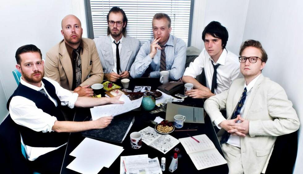 MEN AT WORK: Dongerykollektivet på et brett, fra venstre: Flu Hartberg, Marius Moalug, Anders Damonso, Sindre W. Goksøyr, Kristoffer Kjølberg og Bendik Kaltenborn. Foto: André Løyning