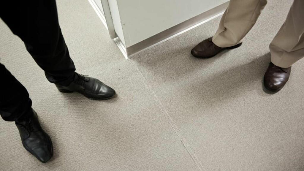 TEPPER: Per nå er de fleste av gulvene i de midlertidige kontorene til SMK dekket av gulvtepper. De skal bort, og prislappen på arbeidet er 1, 5 millioner kroner. FOTO: BENJAMIN A. WARD / DAGBLADET