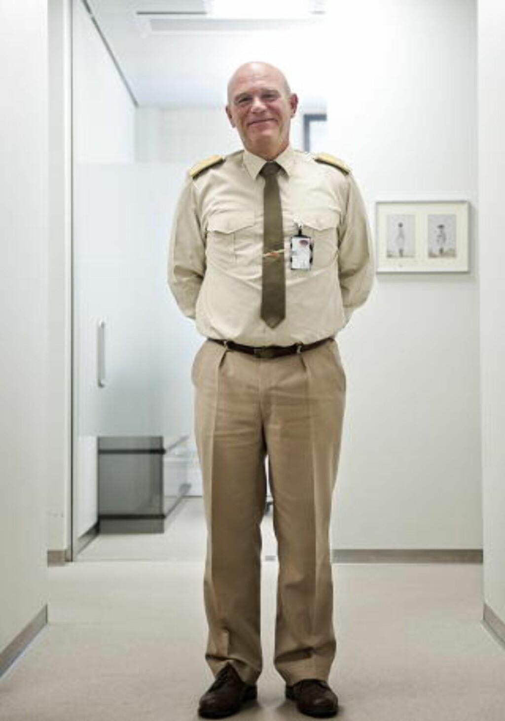 ANSVARLIG:  Brigader Jens Thorsen er ansvarlig for å bytte teppene på statsministerens kontor med indutriparkett. Her i en annen etasje enn SMK.  FOTO: BENJAMIN A. WARD / DAGBLADET