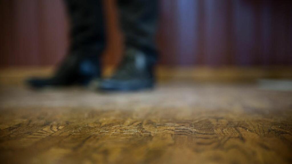 FRA TEPPE TIL PARKETT: Utskiftingen av gulvteppene i de midlertidige lokalene til Statsministerens kontor har en prislapp på 1,5 millioner kroner, opplyser Brigader Jens Thorsen. FOTO: BENJAMIN A. WARD / DAGBLADET