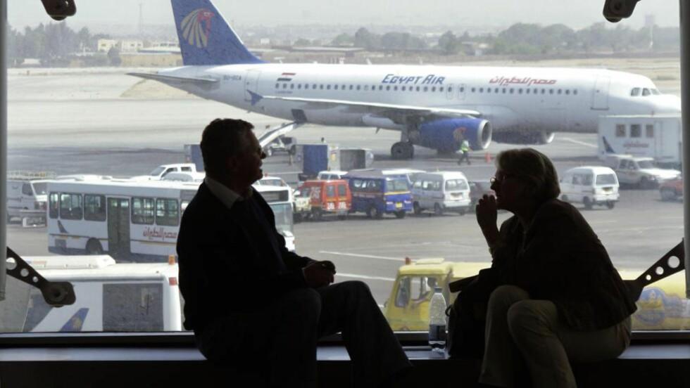 GRILLET: Den nå terrortrente konvertitten ble stoppet av Hosni Mubaraks beryktede politistyrker da han besøkte konservative islamister i 2009. Ifølge venner ble han avhørt her på flyplassen i Kairo. Foto: AP / NTB Scanpix