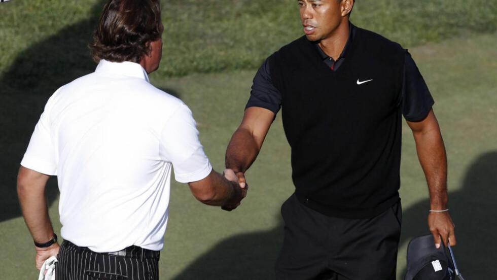 RØK UT: De to tidligere verdensenerne Tiger Woods og Phil Mickelson klarte ikke cuten på PGA-touren fredag. Foto: REUTERS/Matt Sullivan