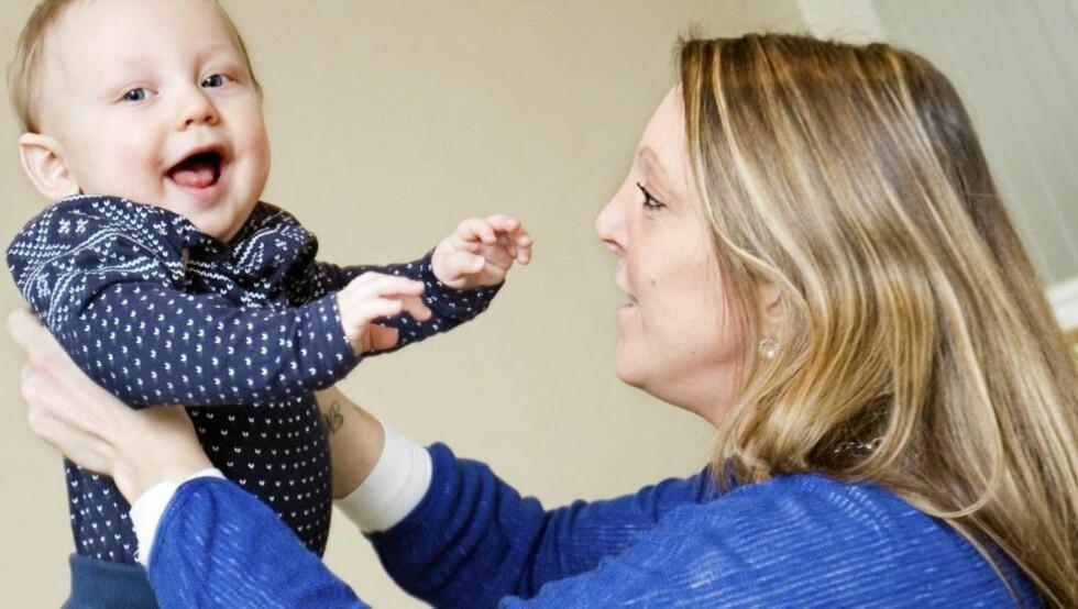 DOBBEL GLEDE: Line er født med dobbel livmor og dobbel vagina. Selv om hun har mindre sjanse for å få barn, er hun er gravid igjen - og denne gangen i den andre livmoren enn den Matheo (9 mnd.) lå i. Foto: Anne Elisabeth Næss