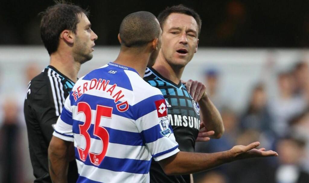 I RETTEN: Chelsea-spiller John Terry må møte i retten etter anklager om rasisme mot Queens Park Rangers-spiller Anton Ferdinand. Dette skal ha skjedd i oktober i fjor. Foto: AP Photo/Nick Potts/PA
