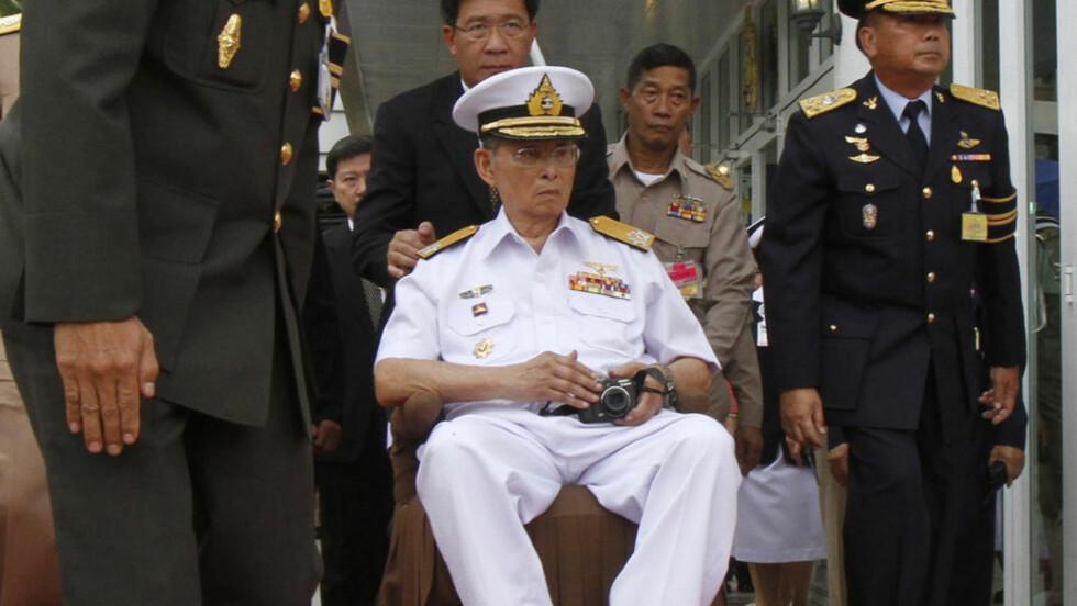 En 55 år gammel bruktbilselger fra USA er benådet for å majestetsfornærmelse av kongen i Thailand. Foto: Scanpix