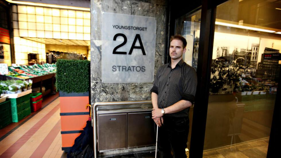 Martin Smedstad (33) er nesten blind og ble stoppet i døra til utestedet Stratos. Foto: Thomas Borgos Hjelle /Dagbladet