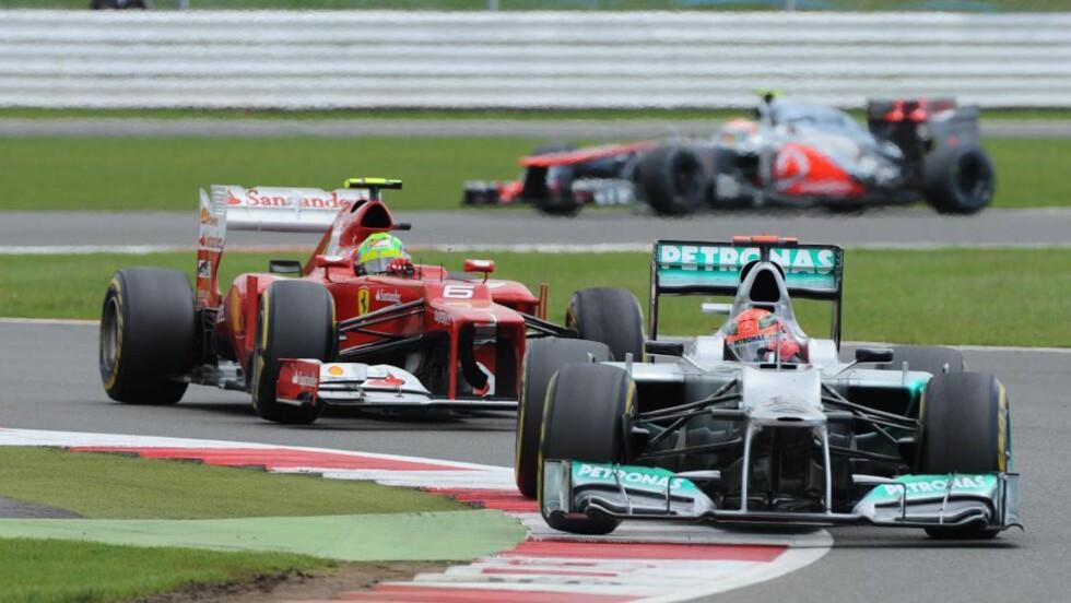 FORTSETTER MED FORMEL 1: Michael Schumacher er en av veteranene i Formel 1-sirkuset. Foto: EPA/PETER POWELL