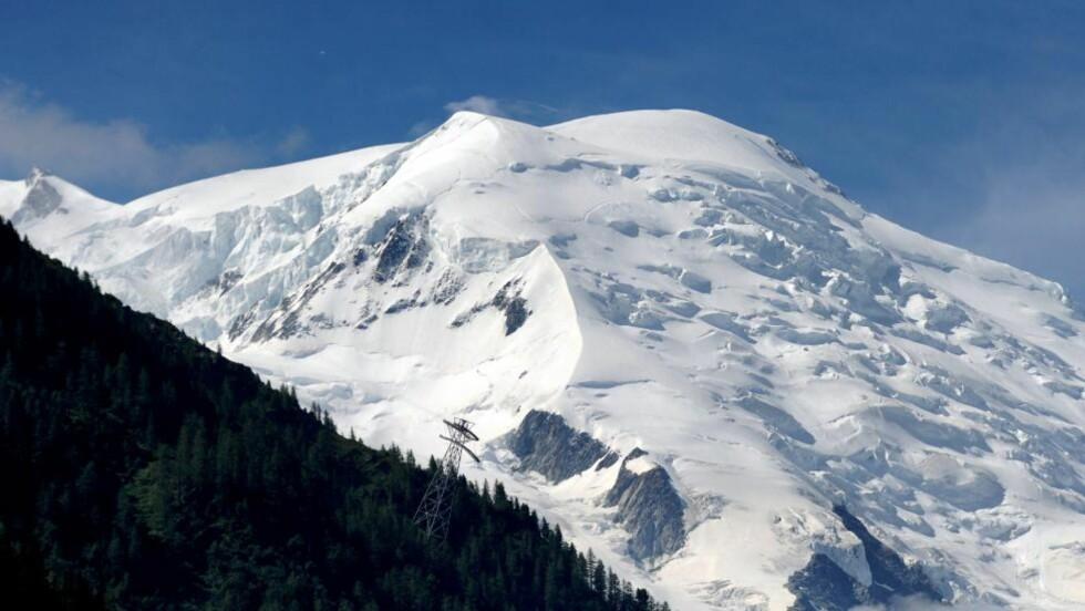 FUNNET I LIVE: De fire fjellklatrerne som var savnet etter et skred i Alpene, er i live. Minst ni personer ble drept i det store skredet og åtte skal være skadd. Det skal ha vært 28 klatrere i ekspedisjonen. Foto: JEAN-PIERRE CLATOT / AFP PHOTO / NTB SCANPIX
