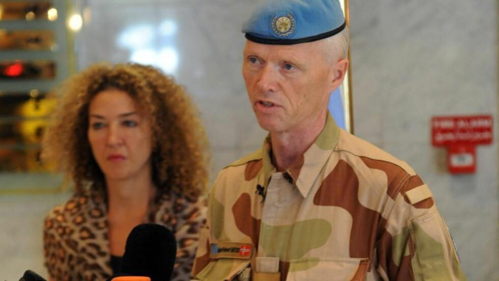VIL UNDERSØKE: Generalmajor Robert Mood sier at kampene må stanse før observatørene drar til Taramseh. Foto: AFP PHOTO/STR/NTBScanpix