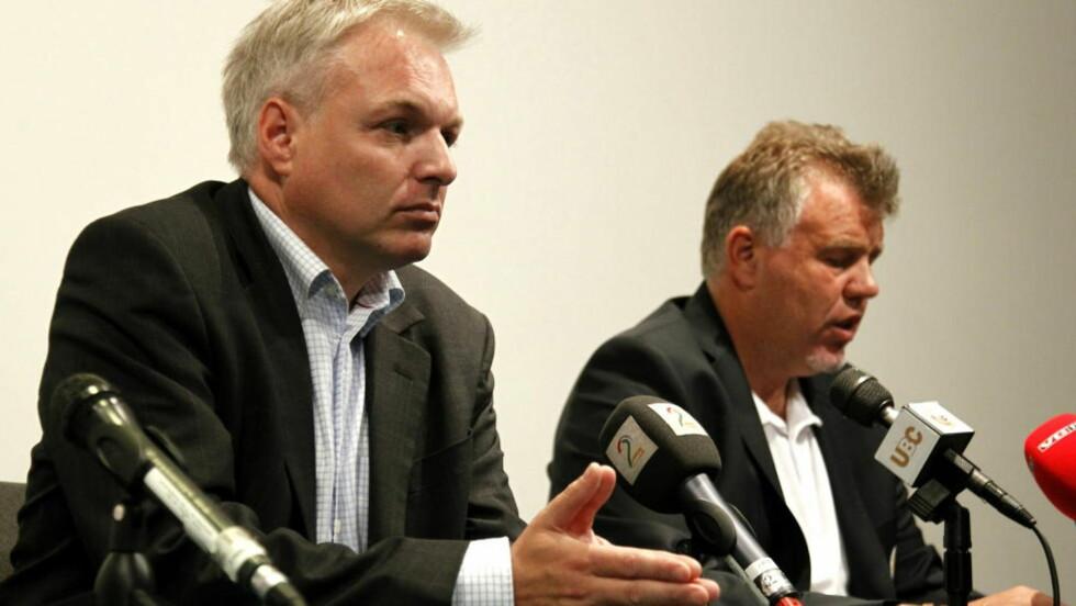PREGET: Ole Bjørn Fausa, styreleder Follo og Kjetil Siem, generalsekretær i NFF. Foto: Tor Erik Schrøder / NTB scanpix