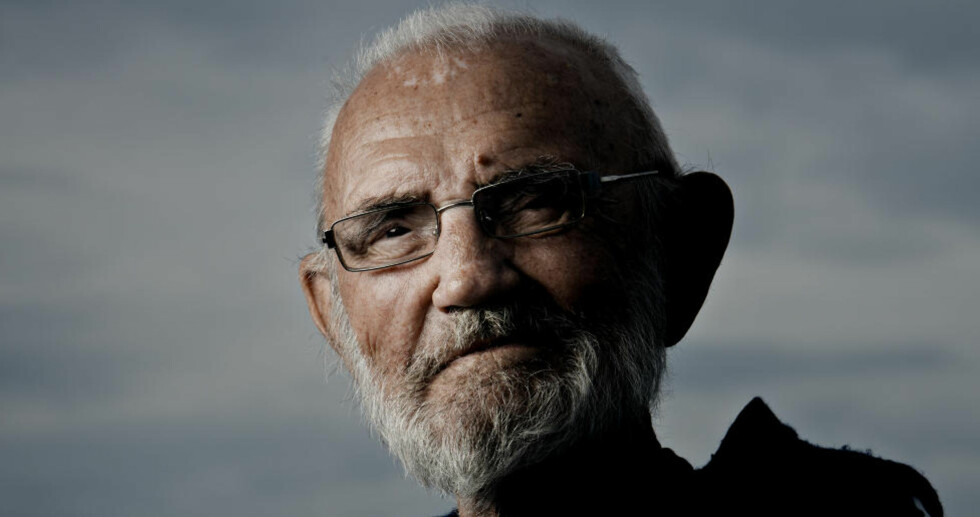 Landkrabbe: Odd Børretzen (85) har tilbrakt sommeren i seilbåt på sjøen i over 65 år. I år er ikke helsa god nok. Han må holde seg på land. - Det er er rart, som å tilhøre en helt annen menneskerase, sier han. Foto: Jørn H. Moen /Mikkel Moen Larsen/ Dagbladet
