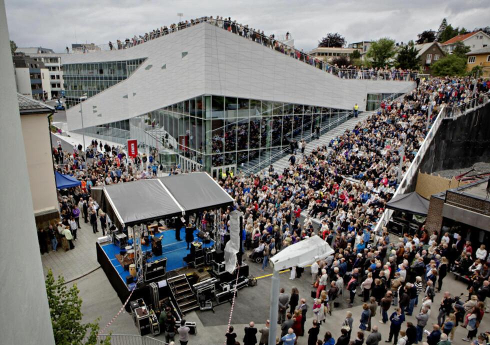 Molde 20120714: Plassen, det nye kulturhuset i Molde blir åpnet av kulturminister Anniken Huitfeldt. Stedet skal huse Bjørnsonfestivalen, Moldejazz, bibliotek og Teatret Vårt. Foto: Lars Eivind Bones / Dagbladet