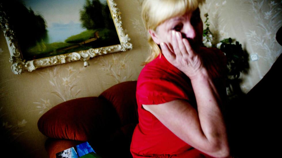 SORG: Vernute Svetnickiene har ennå ikke skjønt hvorfor sønnen døde, men sorgen er ifølge henne selv, i ferd med å ete henne opp. Hun har blitt syk, fått astma og hjertet er dårlig. Om natta får hun ikke sove, og ofte gråter hun. Foto: TOMM W. CHRISTIANSEN/DAGBLADET