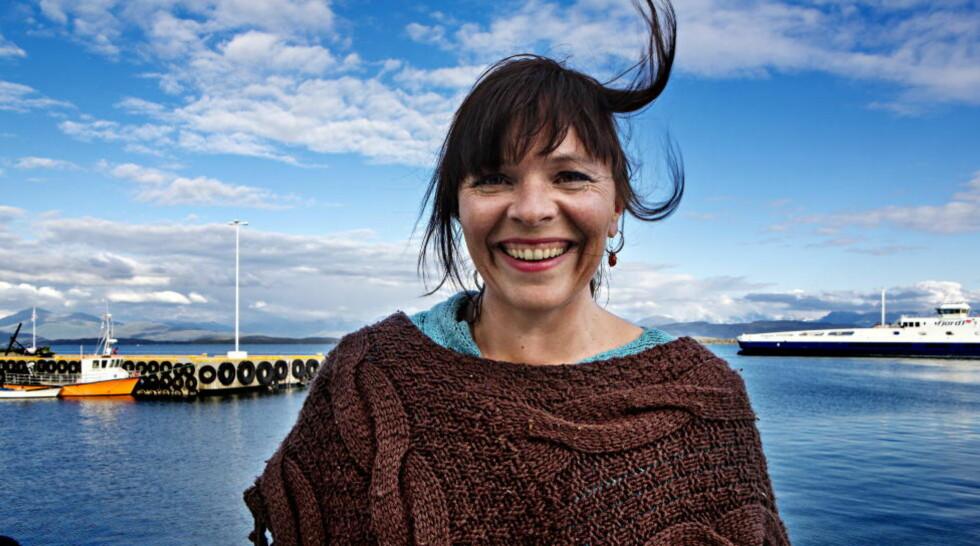 GOD NABO: Eldbjørg Raknes kom til Molde søndag kveld etter å ha sunget for sin gamle pianolærer, ildsjelen Zdzislaw Lech, som ble feiret i hjembygda Midsund på Otrøya vest for Molde. I dag åpner hun Moldejazz, der hun selv debuterte i 1992. FOTO: LARS EIVIND BONES/DAGBLADET