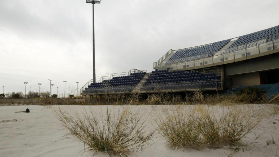 FORFALL: Bare åtte år etter OL i Aten ser det slik ut på volleyball-arenaen, som har forfalt som følge av den økonomiske krisa i landet. Nå skal dopingtester som ble tatt under mesterskapet analyseres på nytt. Foto: REUTERS/Yiorgos Karahalis/Scanpix