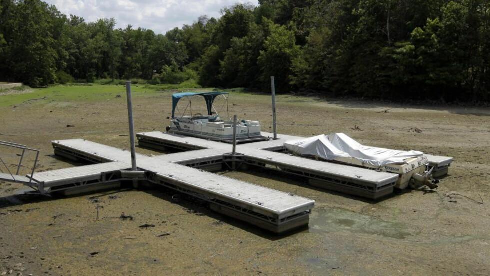 TØRT: Dette bildet fra Noblesville i Indiana gir en god illustrasjon på hvor tørt det er. Foto: AP