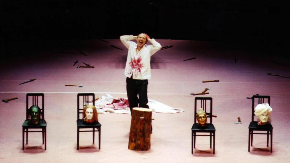 FRA VIRKELIGHETEN: Operaoppsettingen av Mozarts «Idomeneo», som er sentral i boka, er en reell forestilling som ble satt opp på Deutsche Oper i Berlin og høstet mye kritikk fra muslimske miljøer. Foto: NTB Scanpix