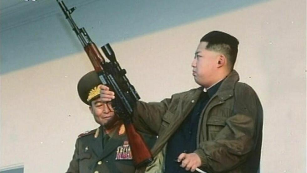 MARSKALK OG MILITÆRSJEF:  I dag kom den offisielle meldingen fra Nord-Korea om at en store leder Kim Jong-un (28) er utnevnt til marskalk og sjef for verdens fjerde største hær. Her Nord-Koreas allmektige sjef fra et innslag i det statlige tv-selskapet KRTV under en militærparade 8. januar i år. FOTO: KRT/Reuters/NTB SCANPIX.