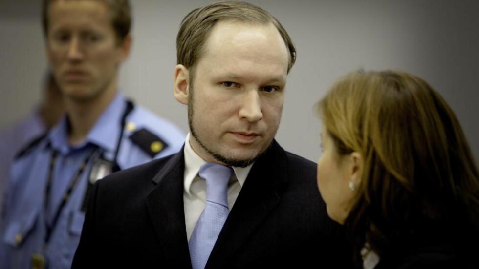 FØLGER MINNEMARKERINGEN: Anders Behring Breivik følger søndagens minnemarkering på tv, men er ikke positiv til den typen markeringer.  Foto: Lars Eivind Bones / Dagbladet