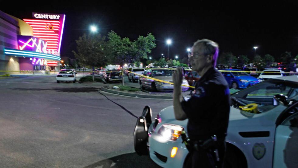 MASSAKRE: 14 personer er drept og rundt 50 skadd, etter at en mann åpnet ild under en kinovisning i byen Aurora i Colorado. Foto: AP Photo/Ed Andrieski/Scanpix