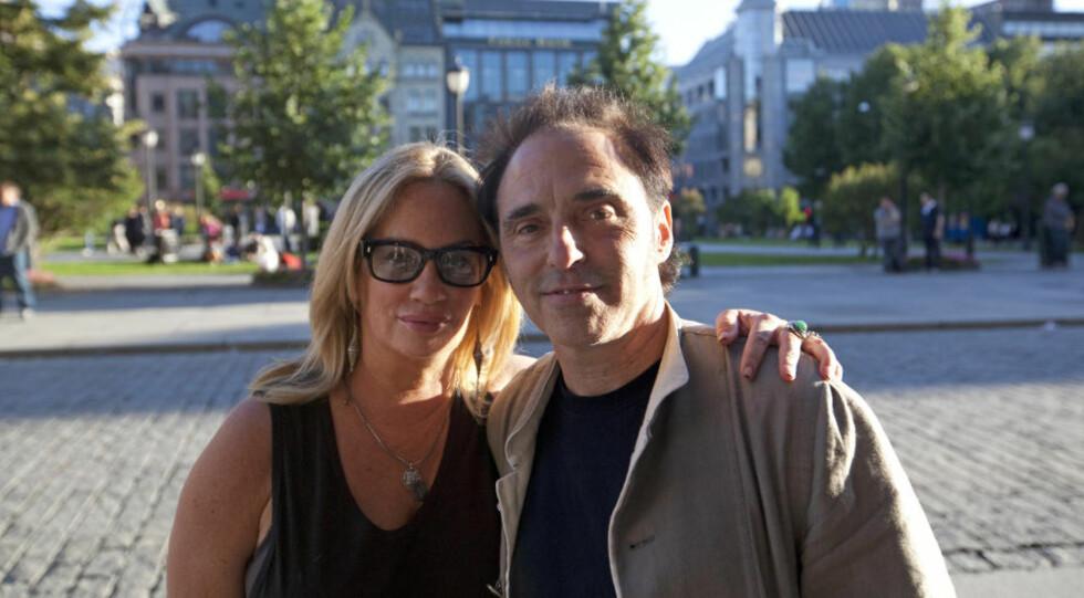 GITARIST: Gitarist Nils Lofgren har spilt sammen med Bruce Springsteen siden 1984. Både han og kjæresten håper de får mulighet til å komme til regjeringskvartalet på søndag. Foto: Helene Melseth Flaaen