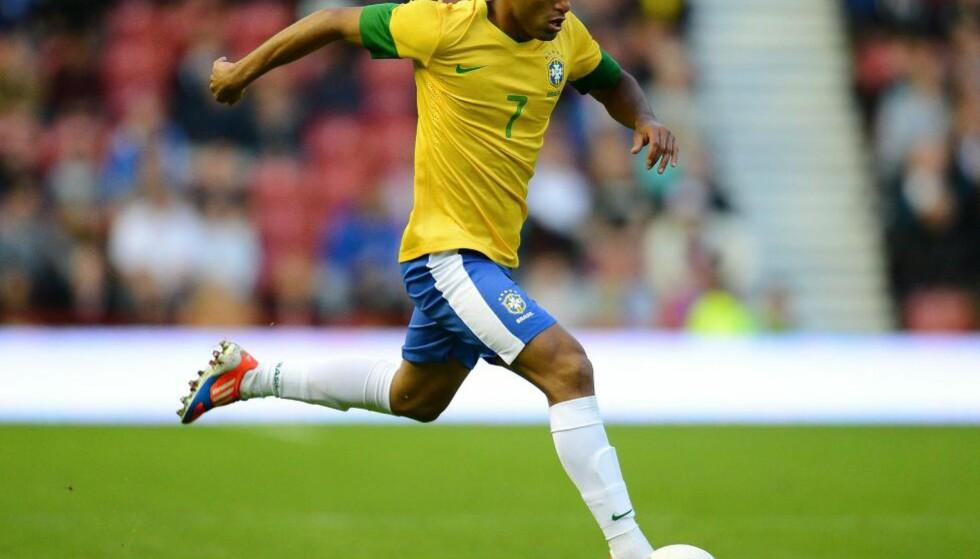 STORTALENT: 19 år gamle Lucas Moura blir spådd en stor fremtid, og er ønsket på Old Trafford. De må imidlertid grave dypt i lommeboka for å sikre seg Sao Paulo-spilleren. Foto: AFP Photo / Andrew Yates / NTB Scanpix