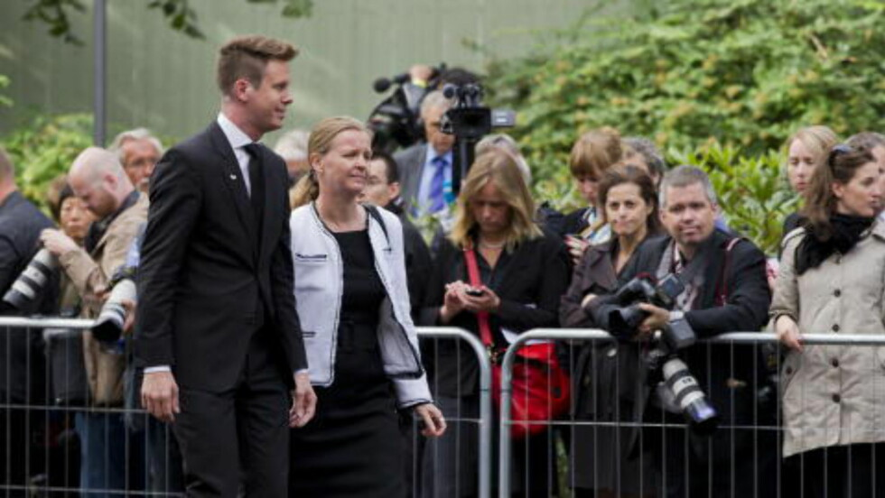 HEDRET DE DØDE: Eskil Pedersen var blant de mange som æret de åtte døde fra bomben i Regjeringskvartalet for ett år siden.   Foto: Berit Roald / NTB scanpix