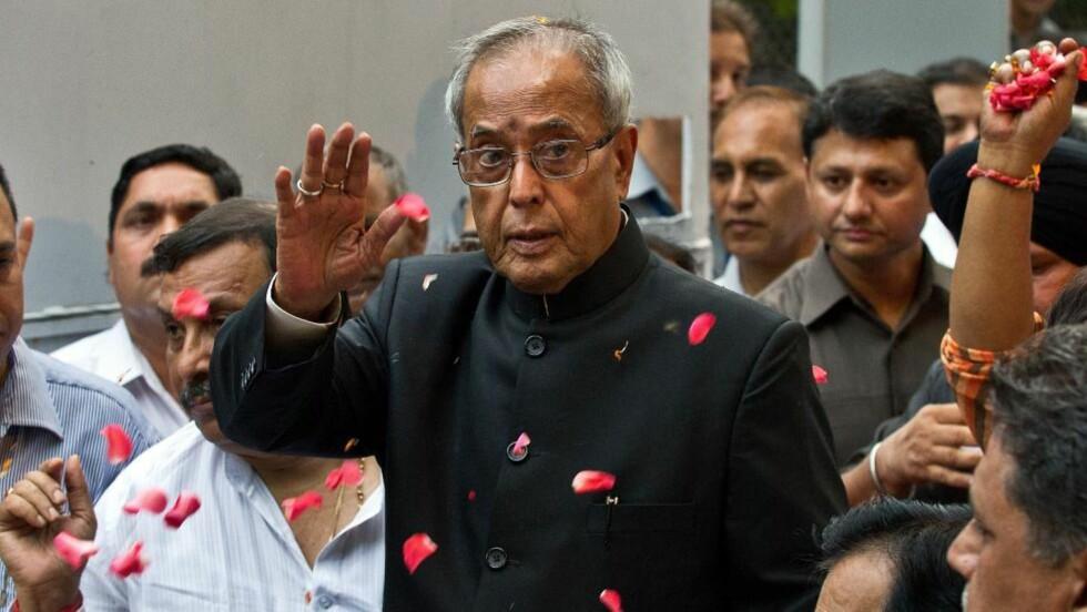 GLAD:  President Pranab Mukherjee ble kåret til ny president i dag. I India er presidenten sjef for staten, mens statsministeren bestemmer over regjeringen. Presidentens rolle er i hovedsak seremoniell, men har også en viss innflytelse når det for eksempel gjelder styret i delstatene. Foto: Prakash Singh / AFP Photo / NTB Scanpix