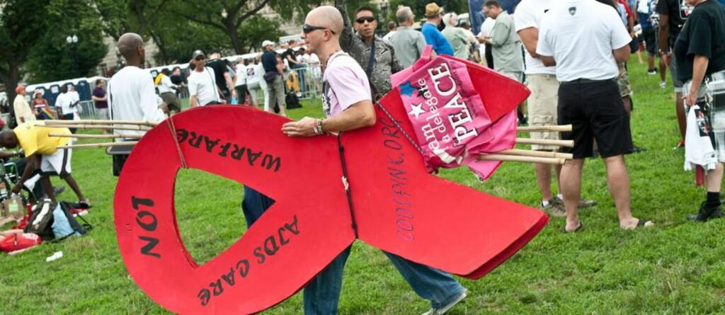 ULOVLIG: Det er i dag ulovlig å smitte noen med hivviruset, selv om en ikke er klar over at en er bærer. Foto: Nicholas Kamm/AFP/NTB Scanpix