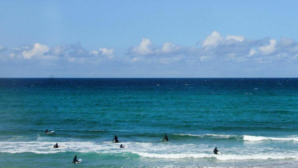 ORRESTRANDA:  Her er det surfekurs i bølgene  på Jærstrendene. Foto: KIRSTEN MARGRETHE BUZZI