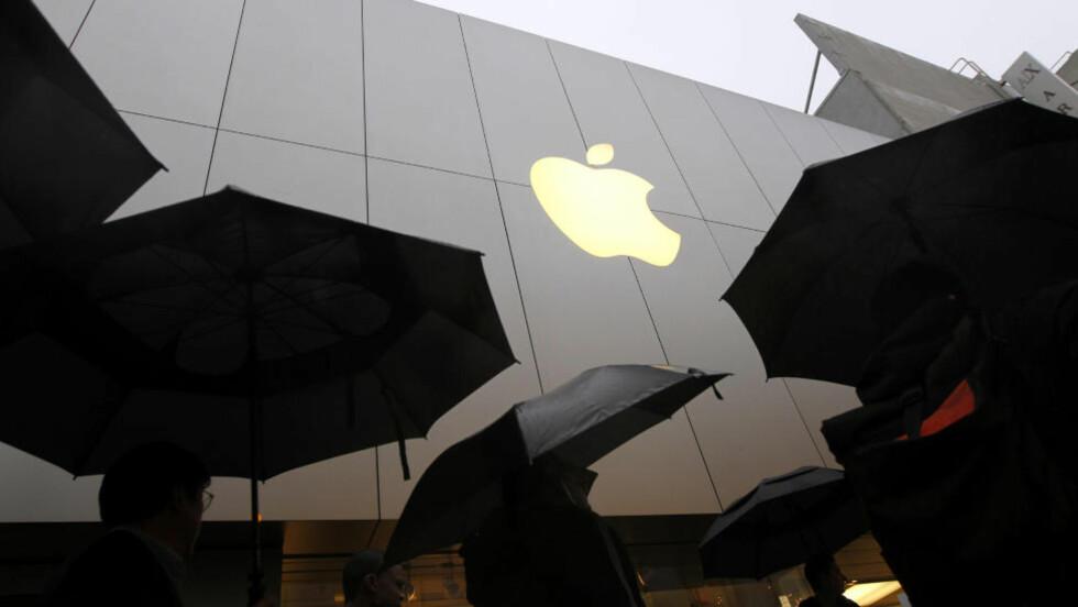 MØRKE SKYER: På tross av godt salg av den nye ipaden, her en kø i San Francisco i forrige uke, skuffet Apple markedet. Foto: REUTERS/Robert Galbraith/NTBScanpix