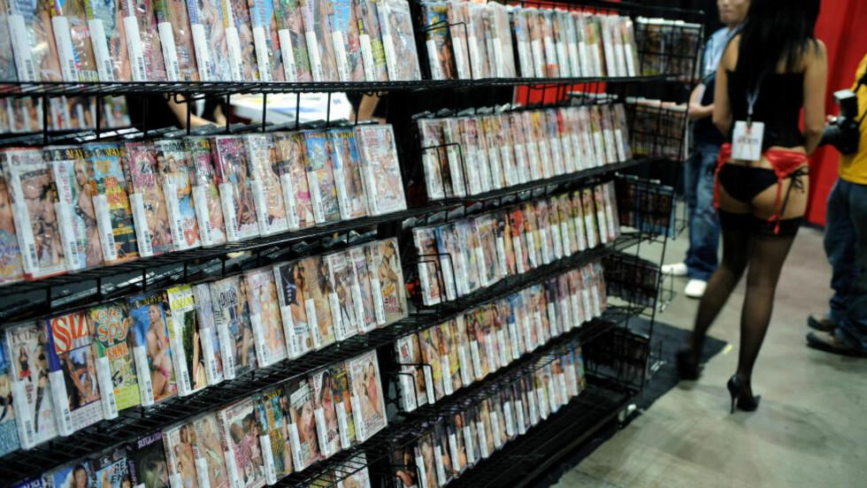 KONDOMTVANG? Velgerne i Los Angeles skal avgjøre om pornoskuespillerne skal avkreves å bruke kondom når de spiller inn voksenfilmer. Foto: AFP/GABRIEL BOUYS/NTB Scanpix