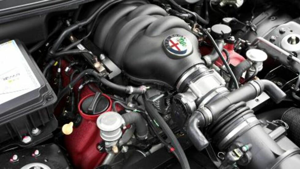 FERRARI: Motoren fant veien fra Maserati til under panseret på Alfaen. Foto: ANDERS BULL