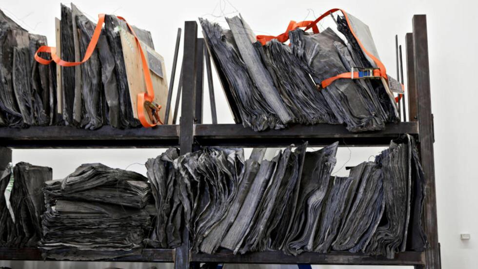 BLYTUNGT: Anselm Kiefers blybokhylle veier 24 tonn til sammen, hver plate er på 300 kilo. Foto: Anita Arntzen / Dagbladet