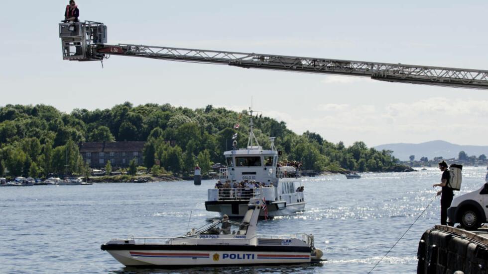 ANTATT OMKOMMET:   Dykkere fra brannvesenet søker etter en antatt omkommet person på Vippetangen i Oslo. Foto: Benjamin A. Ward / Dagbladet