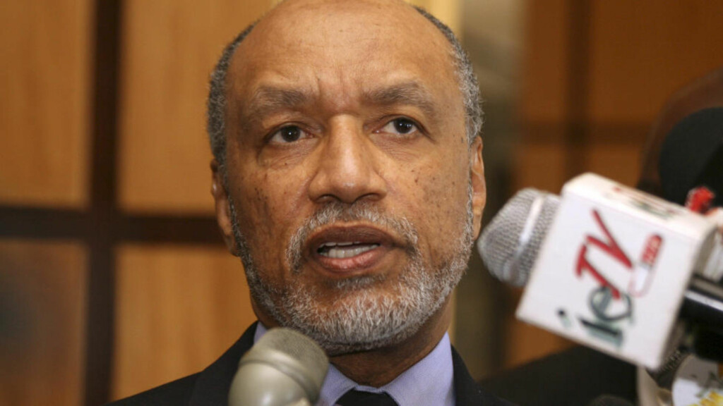 SUSPENDERT: Mohamed Bin Hammam er anklaget for å ha prøvd å bestikke ledere fra Concacaf-regionen i forkant av presidentvalget. Foto: SCANPIX/AP/Shirley Bahadur