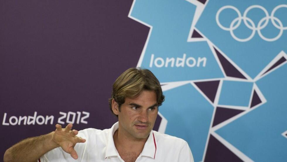 - FOR MYE MAS: Roger Federer styrer unna deltakerlandsbyen for å slippe å skrive autografer til andre utøvere. Foto: Lauren Gillieron, EPA / NTB scanpix
