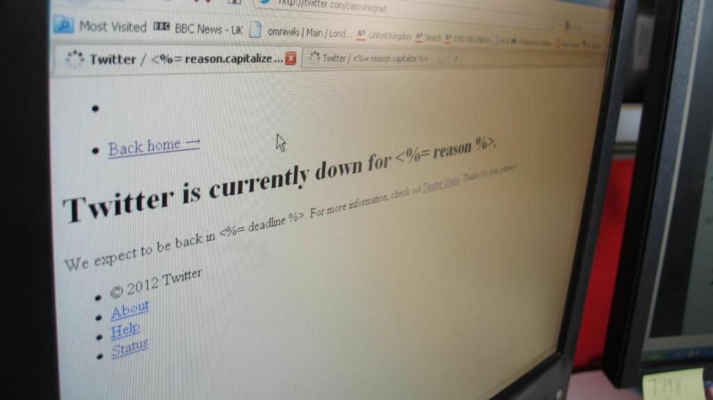 GIKK I SVART: Twitter krasjet igjen i en halvtimes tid torsdag. Millioner av mennesker måtte være uten oppdateringer fra venner, kjendiser og nyhetsmedier. Foto: CASSANDRA VINOGRAD / AP PHOTO / NTB SCANPIX