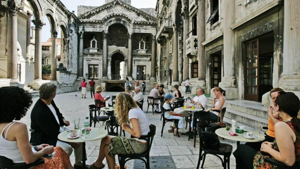 SMAK AV ITALIA: Nord i Kroatia får du følelsen av å være i Italia, uten at det koster på langt nær like mye. Bildet er tatt i byen Split. Foto: GEIR BØLSTAD