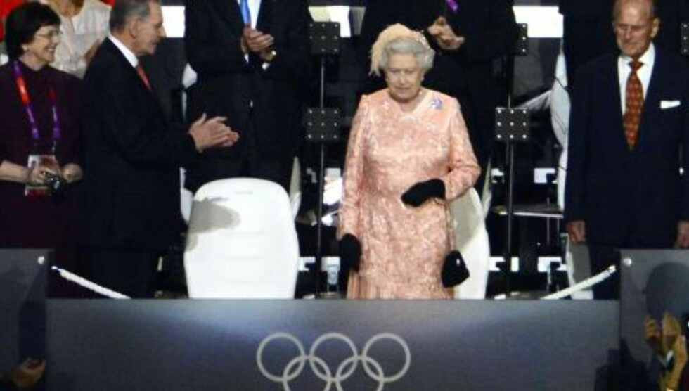 PÅ PLASS: Dronning Elizabeth II. Foto: JOHN MACDOUGALL / AFP / NTB SCANPIX