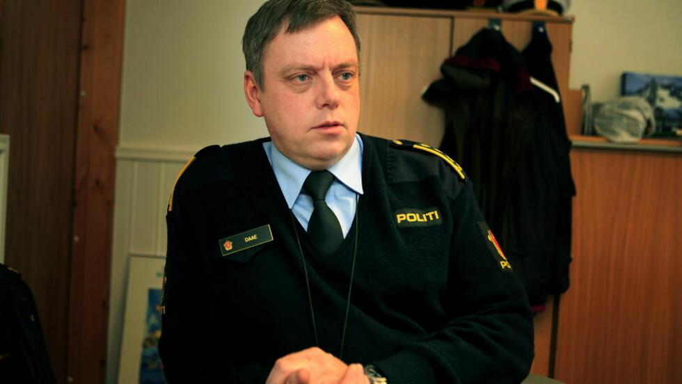 SJOKKERT: Politiinspektør Morten Daae i Vest-Finnmark politidistrikt sier at politiet ikke har mistanke om at det lå noe kriminelt bak funnet.  Foto: Jacques Hvistendahl Dagbladet