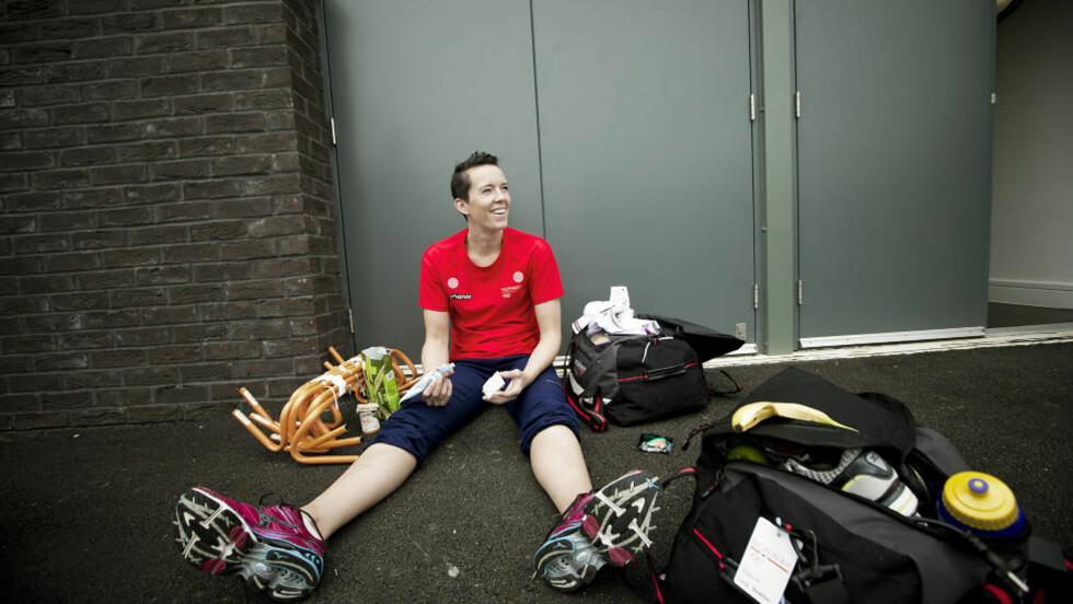 MAT ER VIKTIG: Kristine Lunde-Borgersen spiser knekkebrød med smøreost etter gårsdagens trening. Foto: BJØRN LANGSEM / DAGBLADET