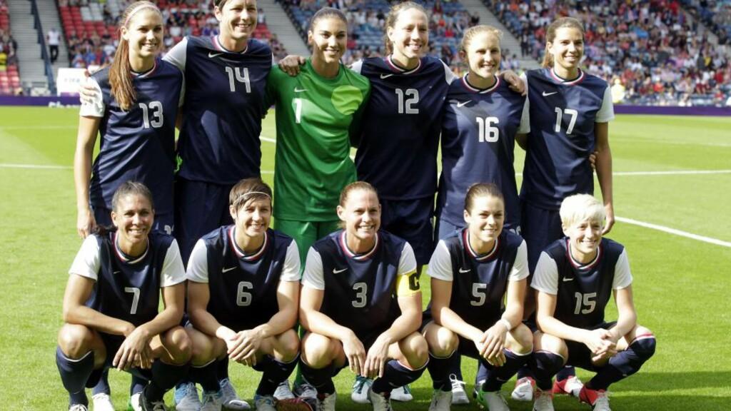 ENKELT VIDERE: Det amerikanske kvinnelandslaget i fotball sikret seg plass i kvartfinalen i OL etter 3-0 mot Colombia lørdag. Også Brasil og Storbritannia er videre. Foto: AFP PHOTO/GRAHAM STUART