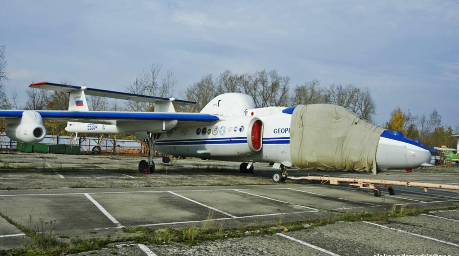 MISTENKT FOR SPIONASJE: Dette russiske flyet, en Myasichev M-55 Geophysica med kjennetegn 55204, sto i seks dager på Kiruna lufthavn uten tillatelse, etter at svenske myndigheter nektet å la det fly mer i et område med flere militære installasjoner, bl.a. basen Vidsel, der våpensystemer prøveskytes, og der det skulle gjennomføres hemmelige robotprøver i den aktuelle perioden. Flyet, som var innleid av tyske klimaforskere, måtte forlate landet 21. april. Foto: Aleksandr Markin / Creative Commons